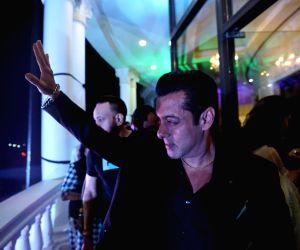 Salman Khan hitches onto the 'brandwagon' with newfound swag