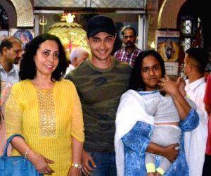 Arpita Khan, Aayush Sharma with their chil