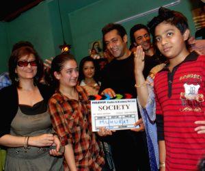 Salman Khan, Sarika at Smita Thackeray's Film Mahurat Society at Four Bungalows.