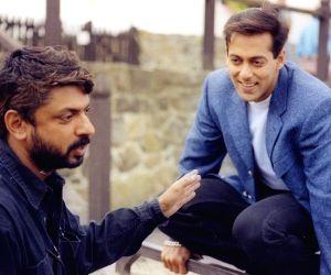 Salman Khan turns nostalgic as 'Hum Dil De Chuke Sanam' turns 22