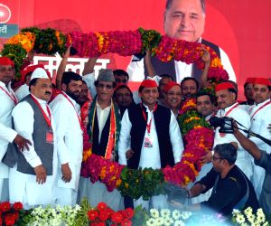 Akhilesh re-elected SP chief for next 5 years