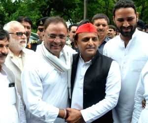 Akhilesh Yadav meets Congress leader Arun Yadav