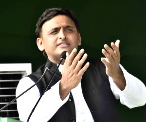 Akhilesh urges people to donate for Kerala