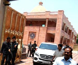 Akhilesh Yadav meets Mayawati