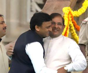 Samajwadi Party supremo Akhilesh Yadav and Loktantrik Janata Dal (LJD) leader Sharad Yadav at the swearing in ceremony of Karnataka Chief Minister H.D.Kumaraswamy in Bengaluru on May 23, ...