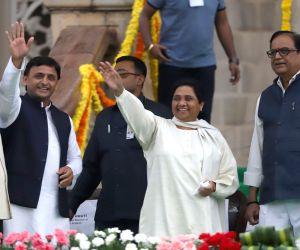 Samajwadi Party supremo Akhilesh Yadav and BSP chief Mayawati at the swearing in ceremony of Karnataka Chief Minister H.D.Kumaraswamy in Bengaluru on May 23, 2018.