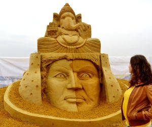 Sand artist Sudarsan Pattnaik receives the 'Moscow choice prize'