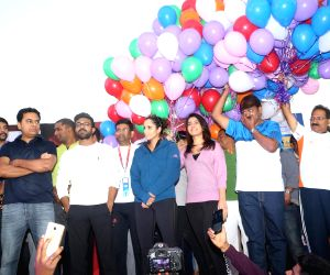 Sania Mirza, KTR, Ram Charan and Raashi Khanna at 10K Run