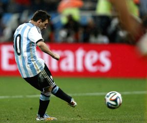Argentina enter World Cup pre-quarters with 2-1 win over Nigeria