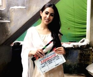 Sara Ali Khan greets Salman Khan with 'aadaab', Internet is loving it