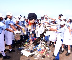 Chakachak Mumbai - a Juhu Beach clean-up initiative