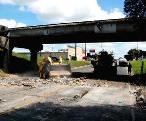 US SEALY BRIDGE COLLAPSE
