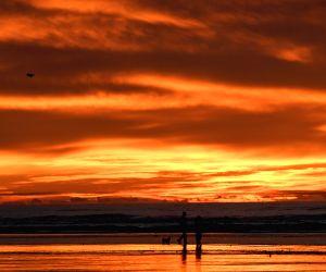 U.S. OREGON SEASIDE SUNSET LIFESTYLE