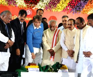Railway Minister flags-off Secunderabad-Visakhapatnam train