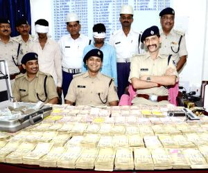 Police recovers cash robbed from Giriraj Singh's residence