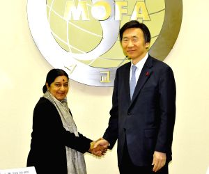 Seoul (South Korea): Sushma Swaraj at the Eighth Meeting of the India – Republic of Korea Joint Commission