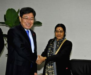 Seoul (South Korea): Sushma Swaraj meets Korean Minister