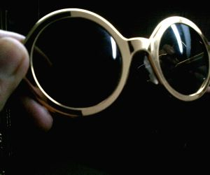 Gaga gifts her shades for SRK's daughter