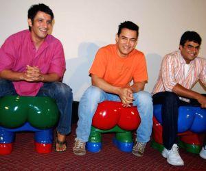 Sharman Joshi, Aamir Khan and R Madhavn at 3 Idiots First Song Introduced to Media at Intercontinnetal.