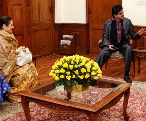 Shatrughan, Sonakshi call on PM Modi