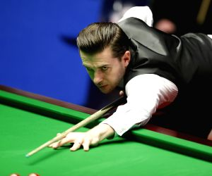 BRITAIN SHEFFIELD SNOOKER WORLD CHAMPIONSHIP FINAL HIGGINS VS SELBY