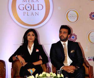 Mumbai: Shilpa Shetty and husband launch Gold plan of Satyug Gold