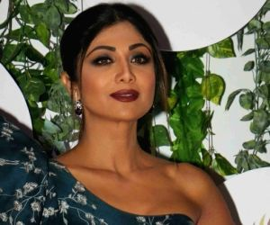 Shilpa Shetty nails elega
