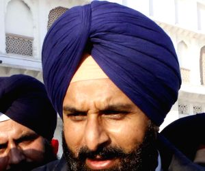 Will you question Pakistan on border killings, Akali leader asks Sidhu