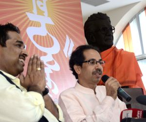 Uddhav Thackeray and Shankar Mahadevan during a press conference