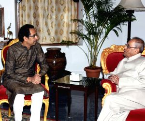 Uddhav Thackeray meets President Mukherjee