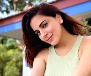 Free Photo: Shraddha Arya relaxes with Rishi Kapoor songs after a long day's shoot