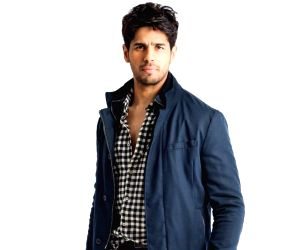 Sidharth Malhotra starts New Year 2020 basking in the morning sun