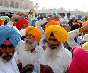 Sikh radicals shout pro-Khalistan slogans