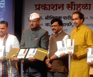 Shrinivas Patil, Uddhav Thackeray at a book launch