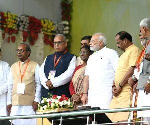Modi lays stones for projects worth Rs 27,000 cr in Jharkhand