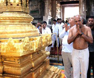 Singapore Foreign Minister visits Lord Venkateswara Temple