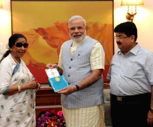 Asha Bhosle calls on PM Modi