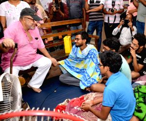 Calcutta medical college students withdraw 'hunger strike'