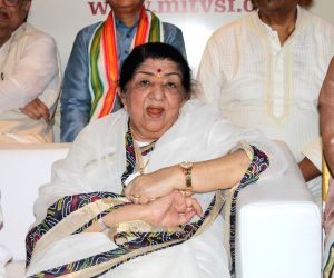 Lata Mangeshkar wishes luck to 'talented' Anil Kapoor