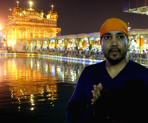 Mika Singh at Golden Temple