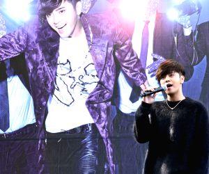 CHINA-TAIPEI-SHOW LO-NEW ALBUM