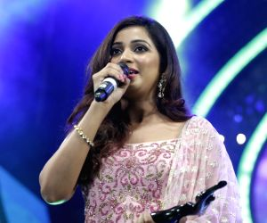 Top 8 love songs of Shreya Ghoshal in 2019 that will make you feel romantic