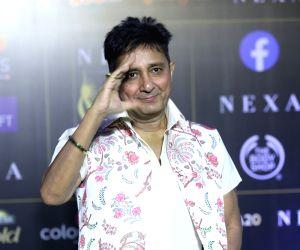 Sukhwinder Singh at 20th IIFA Awards