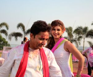 Sukhwinder Singh during a shoot of holi song