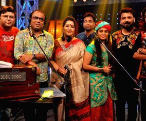 Singers on the sets of 'Gandariya-Season 2