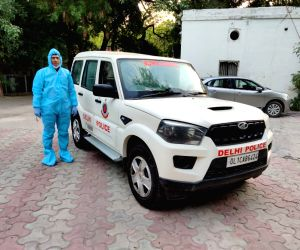 Free Photo: Delhi Police introduce 6 special vehicle for corona patients