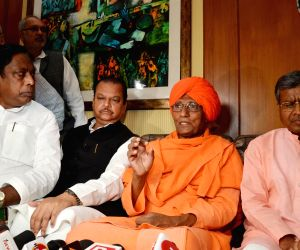 Agnivesh says attack was planned, Minister calls him fraud