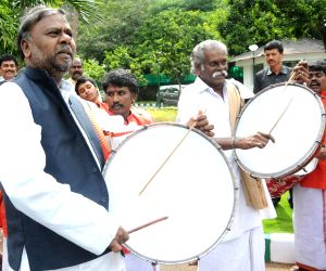 Karnataka CM greets artists selected for AKKA festival