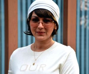 Sonali Bendre does a cute weather check video by playing with her soft curls, take a look