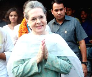 Sonia, Rahul to march in Delhi to reclaim Gandhi